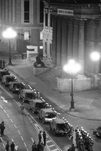 Columna_Policia_Militar_puertas_Congreso